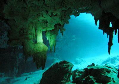 Underwater-Caves-of-El-Jacinto-Pat